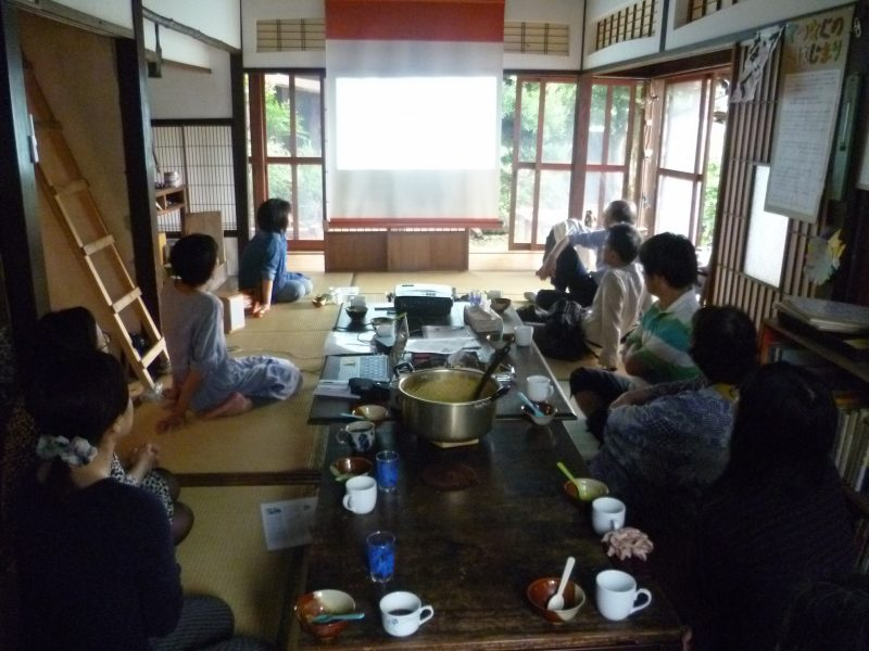 The 1st Café Sharing event at Tetsunagu, housed in a traditional Japanese house, where children helped its renovation